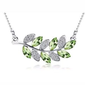 Jewelry - GORGEOUS CRYSTAL NECKLACE NEW